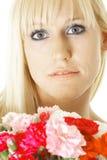Blond met bloemen Stock Foto
