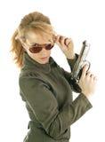 Blond militairmeisje met kanon Royalty-vrije Stock Fotografie