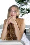 Blond mit einem geöffneten Mund Lizenzfreies Stockbild