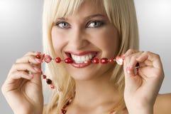Blond mit Halskette Lizenzfreie Stockfotos