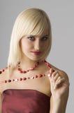 Blond mit Halskette Stockbild