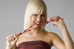 Blond mit Halskette Stockfoto