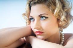 blond model stående Royaltyfri Bild