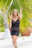 Blond modell Enjoying för sexig damunderkläder en Sunny Day royaltyfri foto