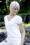 Blond modell Outdoor Photo Opp arkivfoto