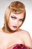 Blond nätt kvinna med blåa ögon Royaltyfri Fotografi