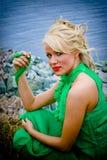 Blond op meerkust Royalty-vrije Stock Foto's