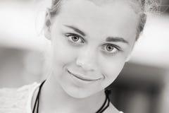 Blond piękny dziewczyna nastolatka zbliżenia portret Zdjęcia Royalty Free
