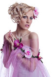 Blond piękna kobieta z kwiatami Zdjęcie Stock