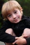 blond pojke little som är fundersam Royaltyfria Foton