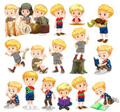 Blond pojke som gör olika aktiviteter Royaltyfri Fotografi