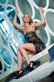 blond posera kvinna Royaltyfri Foto