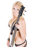 Blond sexuel et une guitare basse blanche Photo stock