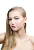 Blond skönhetstående av den unga kvinnan Arkivfoton