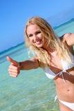 blond slitage kvinna för härlig bikini Royaltyfri Bild