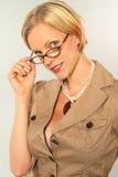 blond stående arkivfoto