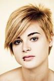 blond stående för skönhet Arkivfoto