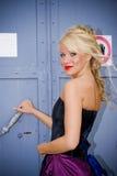blond ståendekvinna royaltyfri bild
