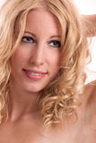 blond stor kvinna för tänder för hårkanthud Royaltyfria Bilder