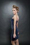 blond tät modefrisyr upp kvinna Arkivbilder