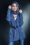 blond trendig kvinna royaltyfria bilder