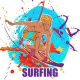 Blond uśmiechnięty surfingowiec w bagażnikach na grunge tle Fotografia Royalty Free
