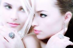 Blond und Brunette Stockbild