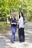 Blond und Brunette zusammen Lizenzfreies Stockfoto