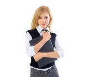 Blond ung affärskvinna med bärbara datorn Royaltyfri Bild