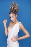 Blond ung skiny kvinna för härlig brunett i Grekland mytologi Royaltyfria Bilder