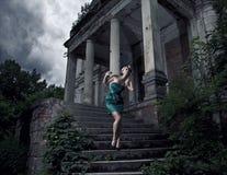blond utomhus- kvinna Arkivfoto