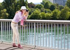 Blond woman making photoshootings Royalty Free Stock Photography