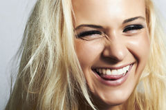 Blond woman.mouth och vit teeth.smile med tungan Arkivbild