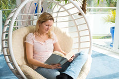 Free Blond Woman Reading A Book Stock Photos - 69610133
