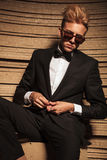 Blond young business man closing his jacket Royalty Free Stock Photo