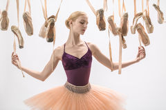 Blonda ballerina- och pointeskor Royaltyfri Fotografi