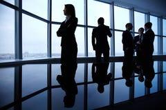 blonda businesspeople som har kontorspresentationskvinnan Royaltyfri Foto