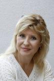 blonda ståendekvinnor Royaltyfria Bilder