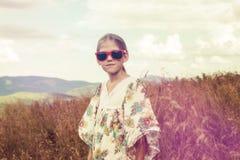 Blonde adolescente en estilo del hippie Fotos de archivo