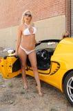 Blonde & auto Royalty-vrije Stock Afbeeldingen