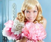 Blonde Art und Weiseprinzessin und wintage Blumenkleid Lizenzfreie Stockfotografie