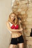 Blonde atractivo con el martillo grande Fotografía de archivo libre de regalías