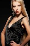 Blonde atrativo com cabelo longo imagens de stock royalty free