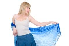Blonde avec du charme avec une écharpe ouverte Photos libres de droits