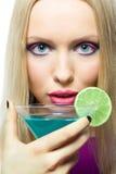 Blonde avec le cocktail Photo stock