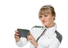 Blonde avec le smartphone Photographie stock libre de droits