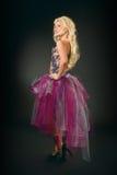 Blonde bajo la forma de burlesque Foto de archivo libre de regalías
