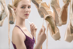 Blonde Ballerina- und pointeschuhe Lizenzfreie Stockfotos
