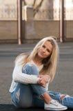 Blonde bastante de moda de los jóvenes Foto de archivo