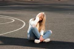 Blonde bastante de moda de los jóvenes Fotografía de archivo libre de regalías